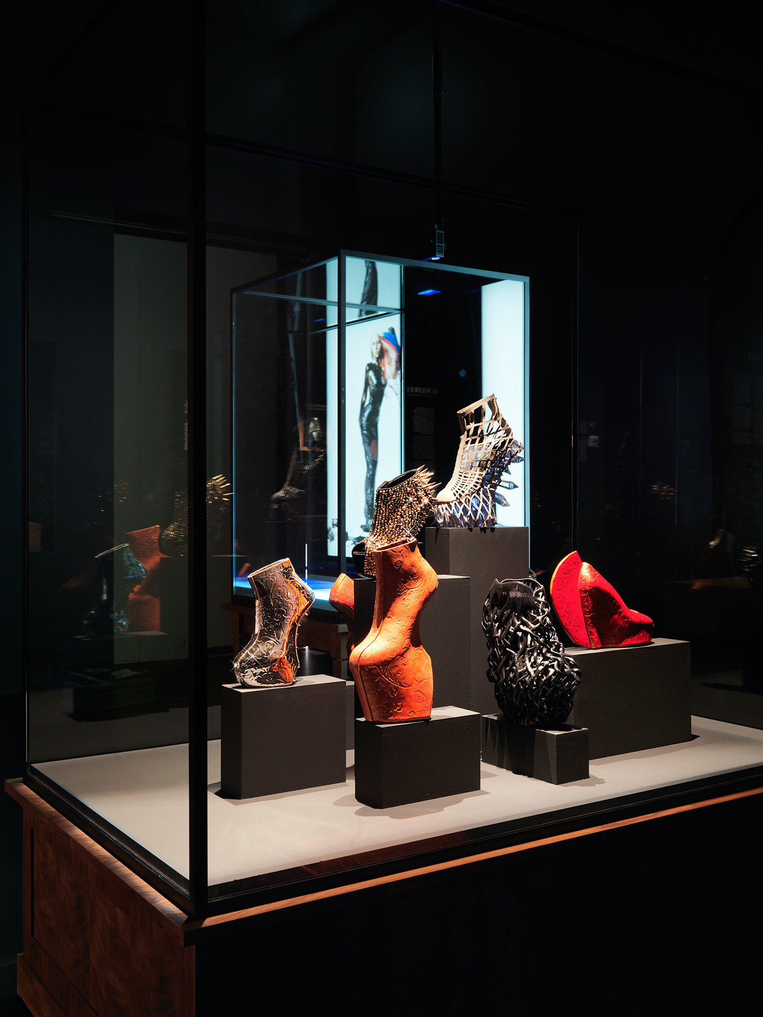Display case at 'Footprint – The Track of Shoes in Fashion' exhibition, Photograph by Koende Waal, Source: MoMu