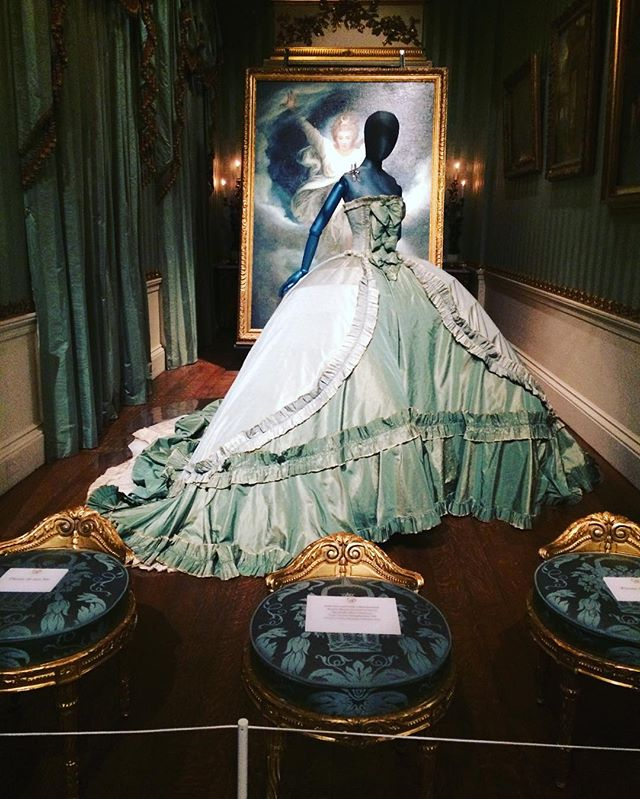 Gown+worn+by+Stella+Tennant,+granddaughter+of+the+11th+Duke+of+Devonshire,+for+a+Vogue+photoshoot.